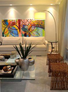 Apartamento para um jovem casal em tons de cinza: Salas de estar modernas por Helô Marques Associados