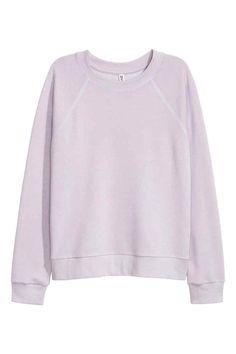 Sweatshirt: Top in light sweatshirt fabric with long raglan sleeves and ribbing around the neckline, cuffs and hem.