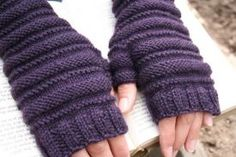 Highland Mitts - Knitting Patterns by Amanda Lilley