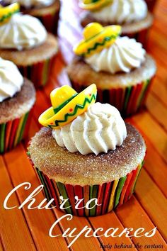 Churro Cupcakes with a cinnamon cream cheese frosting; What a great idea for Cinco de Mayo! Made these cupcakes for Cinco de Mayo minus the little sombreros. Brownie Desserts, Mini Desserts, No Bake Desserts, Just Desserts, Desserts Caramel, Baking Desserts, Caramel Apples, Coconut Dessert, Oreo Dessert