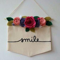 Felt Flowers, Diy Flowers, Fabric Flowers, Felt Banner, Diy Banner, E Craft, Craft Fairs, Decor Crafts, Diy And Crafts