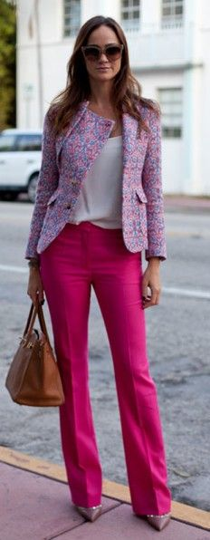 Minus the shoes, I like this look. street style: pretty work wear with hot pink pants Winter Office Outfit, Office Outfits, Chic Outfits, Summer Office, Office Wear, Summer Outfit, Work Outfits, Business Outfit Damen, Business Wear