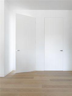 Bodor KTM flush doors - Jacques wood guy in lux installs Living Room Interior, Home Interior Design, Bungalow Interiors, Bedroom Arrangement, Brick In The Wall, Indoor Doors, Flush Doors, Unique Doors, Room Doors