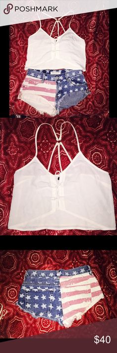 !  (2 IN 1) SEXY USA OUTFIT PACSUN  !  Kendall and Kylie collection crop top  Bullhead low rise USA short shorts  Size XS top  Size 1 shorts (24/25 waist)  Original price (Pacsun) ~$67 total  New condition (but no tags)  Great for festivals  They will be missed :,o  Share & leave feedback :)  BONUS: Free bandana with purchase PacSun Shorts Jean Shorts