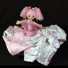 Een geboortemand met een prachtige catsuite met bijpassend mutsje van Ducky Beau en een schattig ballerinapopje krijgt iedere mama en papa graag voor hun kleine prinsesje