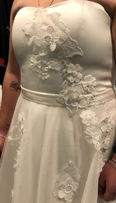 The 3D lace bride with a touch of Swarovski crystals