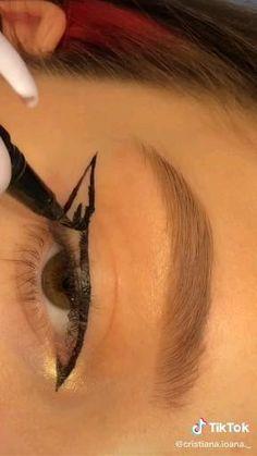 Makeup Tutorial Eyeliner, Makeup Looks Tutorial, No Eyeliner Makeup, Skin Makeup, Cat Eye Eyeliner, Grunge Makeup Tutorial, Perfect Winged Eyeliner, Natural Eyeliner, Eyeliner Ideas