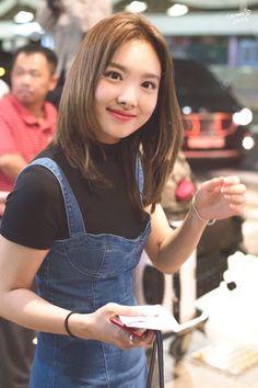 Lovely Twice Photo Part 73 - Visit to See More - AsianGram South Korean Girls, Korean Girl Groups, Twice Photoshoot, Sana Momo, Nayeon Twice, Im Nayeon, Dahyun, Airport Style, Airport Fashion