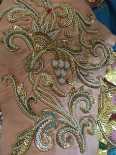 Zardozi Embroidery, Kurti Embroidery Design, Tambour Embroidery, Hand Work Embroidery, Gold Embroidery, Embroidery Fashion, Hand Embroidery Designs, Embroidery Patterns, Motifs Perler