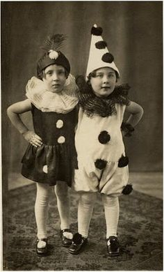 toddlers dressed as Pierrot Cirque Vintage, Vintage Clown, Vintage Costumes, Vintage Halloween, Vintage Children Photos, Vintage Pictures, Vintage Images, Vintage Ads, Old Circus