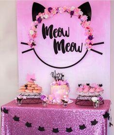 Meow Kitten Birthday party idea Avec un cerceaux Kitten Party, Cat Party, Birthday Party Decorations, Birthday Parties, Cat Themed Parties, Cat Birthday, Baby Shower Fun, Childrens Party, Aristocats