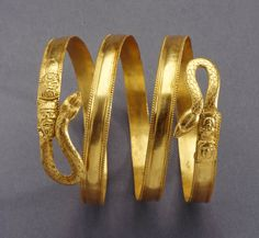 Bracelet for upper arms, they were used in ancient egypt by nobles and queens Egypt Jewelry, Snake Jewelry, Greek Jewelry, Ancient Bracelet, Ancient Jewelry, Ancient Artefacts, Arabic Jewelry, Gold Bodies, Arm Bracelets