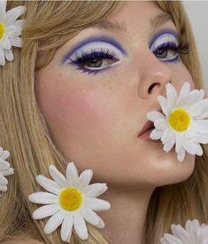 hippie makeup 397442735868350896 - Source by neptunehanabira Retro Makeup, Vintage Makeup, Cute Makeup, Makeup Looks, 70s Disco Makeup, 70s Makeup Look, 2000s Makeup, Makeup Inspo, Makeup Art