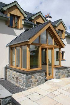 Porch / front door Porch Ideas, Front Doors, Arches, Entrance, Construction, Cabin, House Styles, Home Decor, Entry Doors