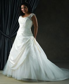 At 49% off this spectacular wedding gown has only one in stock. Size available is a 20W and color is Ivory. You will look amazing on your special day in this #plussize wedding dress. http://www.sydneyscloset.com/unforgettable/1102/