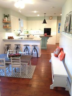 The Best Fixer Upper Kitchens. Beautiful farmhouse style kitchen all done by Joanna Gaines. Fixer Upper Kitchen, New Kitchen, Kitchen Dining, Kitchen Decor, Kitchen Ideas, Dining Table, Fixer Upper Season 1, Casas Magnolia, Fixer Upper Episodes