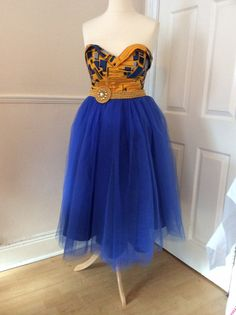 Articles similaires à NASB points Dave 001 robe de tulle bleu royal. African Fashion Ankara, African Print Dresses, African Dress, African Attire, African Wear, African Women, Ankara Gown Styles, Ankara Dress, Tulle Dress