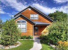 Mountain Modern Salida (Colorado) Located 28 km from Monarch Crest Tramway in Salida, this holiday home features a patio with mountain views. The holiday home is 29 km from Pioneer.  A dishwasher and an oven can be found in the kitchen and there is a private bathroom.