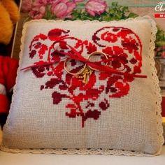 Свадебная подушечка для колец Сердце Марсала
