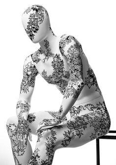 Inky Bodies – Tattooed sculptures – Johanna Basford