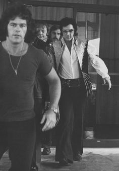 Rock And Roll, Elvis Y Priscilla, Memphis Mafia, Burning Love, Elvis Presley Photos, Rocker, Memphis Tennessee, Sylvester Stallone, Steve Mcqueen