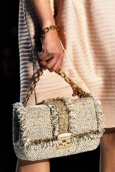 Christian Dior Spring 2012 Ready-to-Wear Fashion Show Details Dior Handbags, Best Handbags, Tote Handbags, Christian Dior, My Bags, Purses And Bags, Sacs Design, Knitted Bags, Luxury Bags