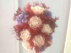 Ramo de novia: concha de color rosa natural,escamas lilas y rojo pasión.