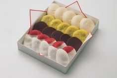 The word wagashi includes all Japanese confectionery. Wagashi are classified (into 3 kinds) according to the production method and moisture content.