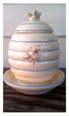 Vintage Honey Pot -Hand Painted- Bee Hive via Etsy. Adorable.