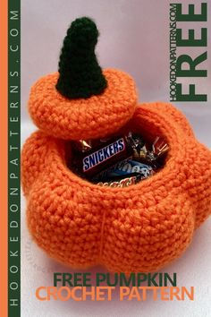Free PUMPKIN Crochet Pattern Halloween - A fun free crochet pattern for kids and adults alike. A perfect gift, when filled with treats! Make your own halloween gifts and decorations Bag Crochet, Crochet Fall, Holiday Crochet, Love Crochet, Crochet Gifts, Crochet Toys, Crochet Pumpkin Pattern, Halloween Crochet Patterns, Modern Crochet