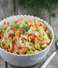 Surówka z kapusty pekińskiej | AniaGotuje.pl Side Dish Recipes, Side Dishes, Coleslaw, Cheddar, Pasta Salad, Cabbage, Grains, Salads, Food Porn