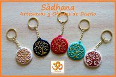 Sadhana Artesanias y Objetos de Diseño-Llaveros medallon Arbol de la vida pintado