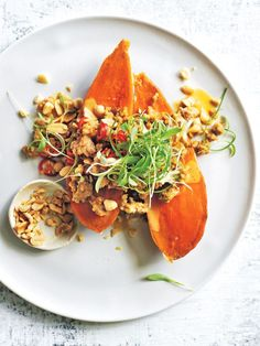 We've upgraded the classic jacket potato and it's our new favourite easy dinner! Sweet Potato Dishes, Sweet Potato Recipes Healthy, Roasted Potato Recipes, Healthy Dishes, Food Dishes, Whole Food Recipes, Healthy Eating, Healthy Recipes, Sweet Potato Jacket