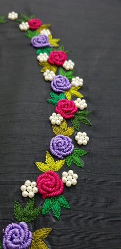 Handmade Embroidery Designs, Bead Embroidery Tutorial, Hand Embroidery Patterns Flowers, Hand Embroidery Videos, Hand Work Embroidery, Embroidery Flowers Pattern, Flower Embroidery Designs, Simple Embroidery, Beaded Embroidery