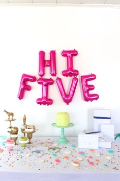 HI FIVE- 5 year old birthday party. Hi five party decor. Girls Birthday Party Themes, Birthday Fun, Birthday Parties, Birthday Ideas, Fete Emma, Letter Balloons, Pink Balloons, Festa Party, Party Party