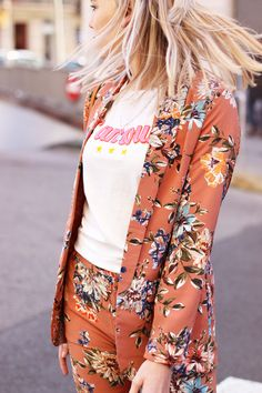 Floral suit - Peach   My Jewellery Blazers For Women, Suits For Women, Women Wear, Cooler Look, Floral Fashion, Business Outfits, Suit Fashion, Feminine Style, Girl Boss