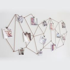 Diy Wall Photo Collage Ideas without Frames 48 Wall Collage without Frames 17 Layout Ideas Diy Dorm Decor, Dorm Decorations, Decor Crafts, Hanging Photos, Hanging Art, Photo Hanging Clips, Hanging Pictures On The Wall, Porte Photo Mural, Photowall Ideas