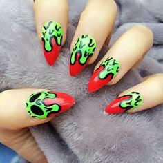 Doobys Stiletto Nails - Skull the gore - 24 Hand Painted Nails skeleton skull purple gothic nails