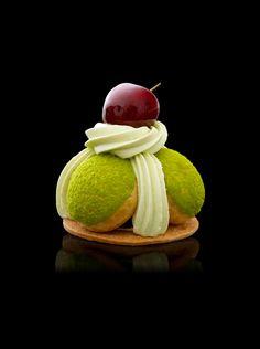 Saint-honoré cerise et pistache de Sicile - Des Gâteaux et du Pain #plating #presentation