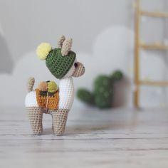 "@kt_toys: ""Вид сбоку поближе 😉 СВОБОДНА (+кактус) #knitstagram #amigurumidesign #crochet #crochetschool…"""