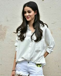 Ananya Pandey is the daughter of the famous Bollywood comic actor Chunkey Pandey and his wife Bhavana Pandey. 'Student of the year Actress, ananya pandey age Bollywood Outfits, Bollywood Girls, Bollywood Stars, Bollywood Celebrities, Bollywood Fashion, Bollywood Heroine, Bollywood Couples, Beautiful Bollywood Actress, Most Beautiful Indian Actress