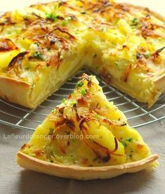 Tarte aux pommes de terre et au brie - Potato and brie cheese pie Potato Recipes, Veggie Recipes, Vegetarian Recipes, Cooking Recipes, Brie, Quiches, Omelettes, Good Food, Yummy Food