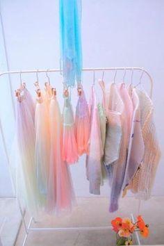 Glitter och pasteller som hanger lost