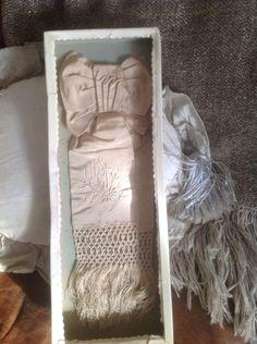 ancien brassard de communiant en soie French Vintage, Ladder Decor, Frame, Home Decor, Armband, Silk, Picture Frame, Decoration Home, Room Decor