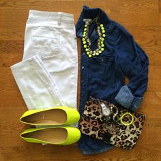 Casual outfit: white jeans, chambray shirt, neon yellow accessories and leopard print purse Look Fashion, Autumn Fashion, Fashion Outfits, Womens Fashion, Fashion Trends, Fashion Flats, Petite Fashion, Curvy Fashion, Fashion Bloggers