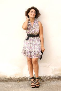 romantic sexy curvy outfit. A floral mini dress #curvy #floralprint #fashion
