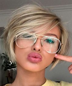 Pretty Short Blond Hairstyles for Round Faces.