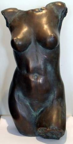 Laila Bell 'Female Torso'. Cold cast bronze, hand finished and patinated. Height: 47cm. @marinamirage @lailadbell  #sculpture #figuralsculpture #thenude