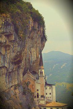 425 Santuario Madonna della Corona, Monte Baldo, Spiazzi, Verona, Veneto (foto di Alina Laur)
