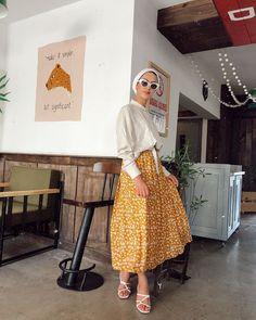 ETEĞİMİZİN ŞİRİNLİĞİ 36-42 beden aralığında renkleri mevcuttur Hijab Fashion Summer, Hijab Outfit, Outfits, Vintage, Style, Swag, Suits, Hijab Tutorial, Vintage Comics